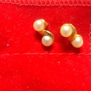 Never before worn gold and pearl earrings